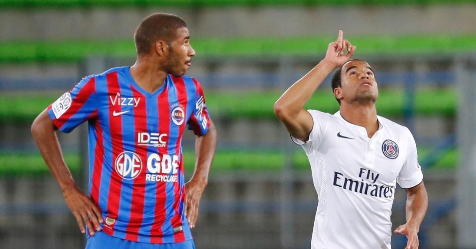 Lucas (direita) comemora seu gol pelo PSG contra o Caen no Francês