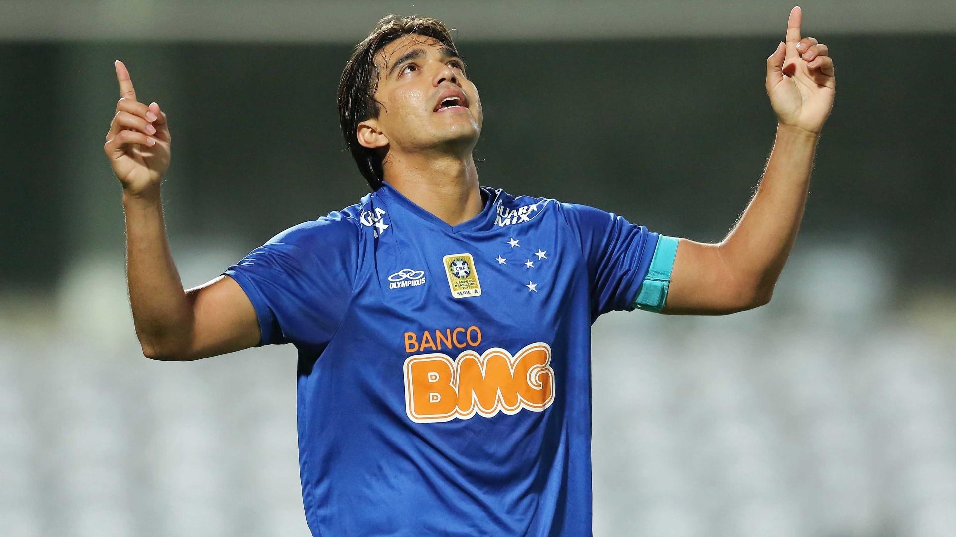 Marcelo Moreno converteu cobrança de pênalti para abrir o placar para o Cruzeiro