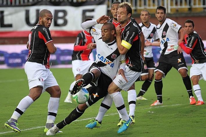 Vasco e Joinville se enfrentam nesta sexta-feira em São Januário