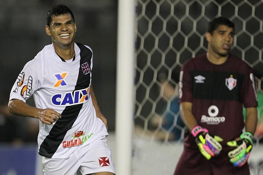 Dakson comemora primeiro gol em São Januário