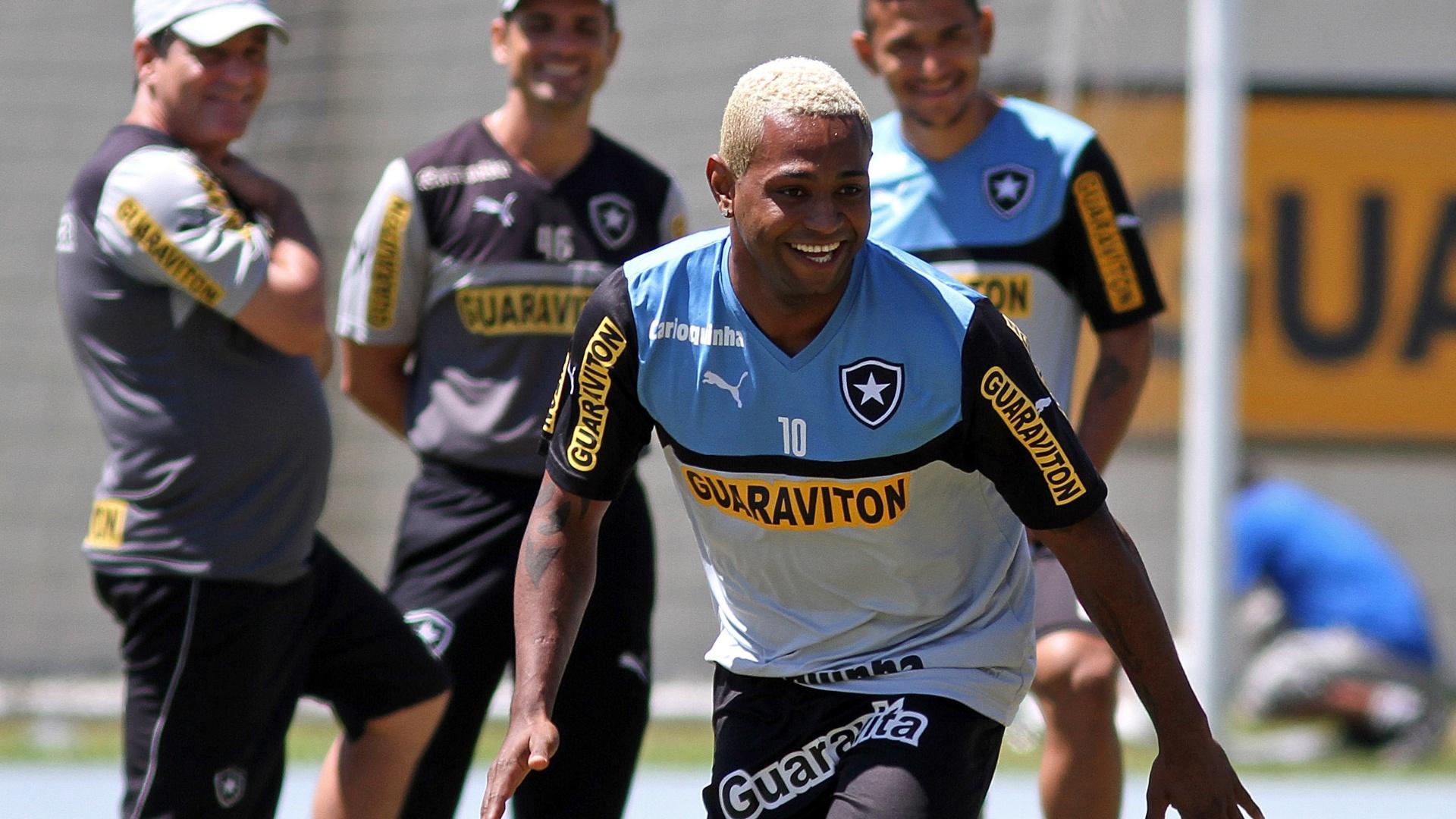 Jobson em ação durante treinamento do Botafogo, no Engenhão