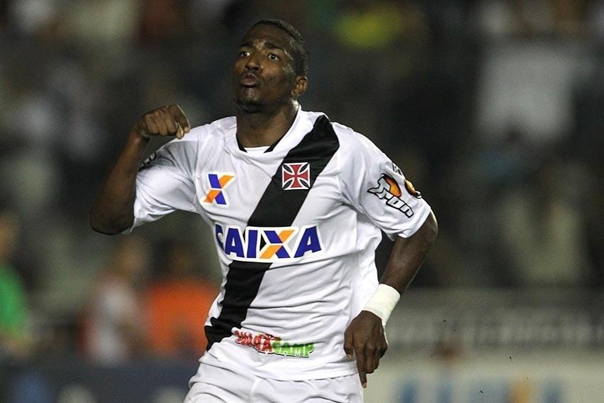 Thalles ampliou o placar para o Vasco contra o Joinville