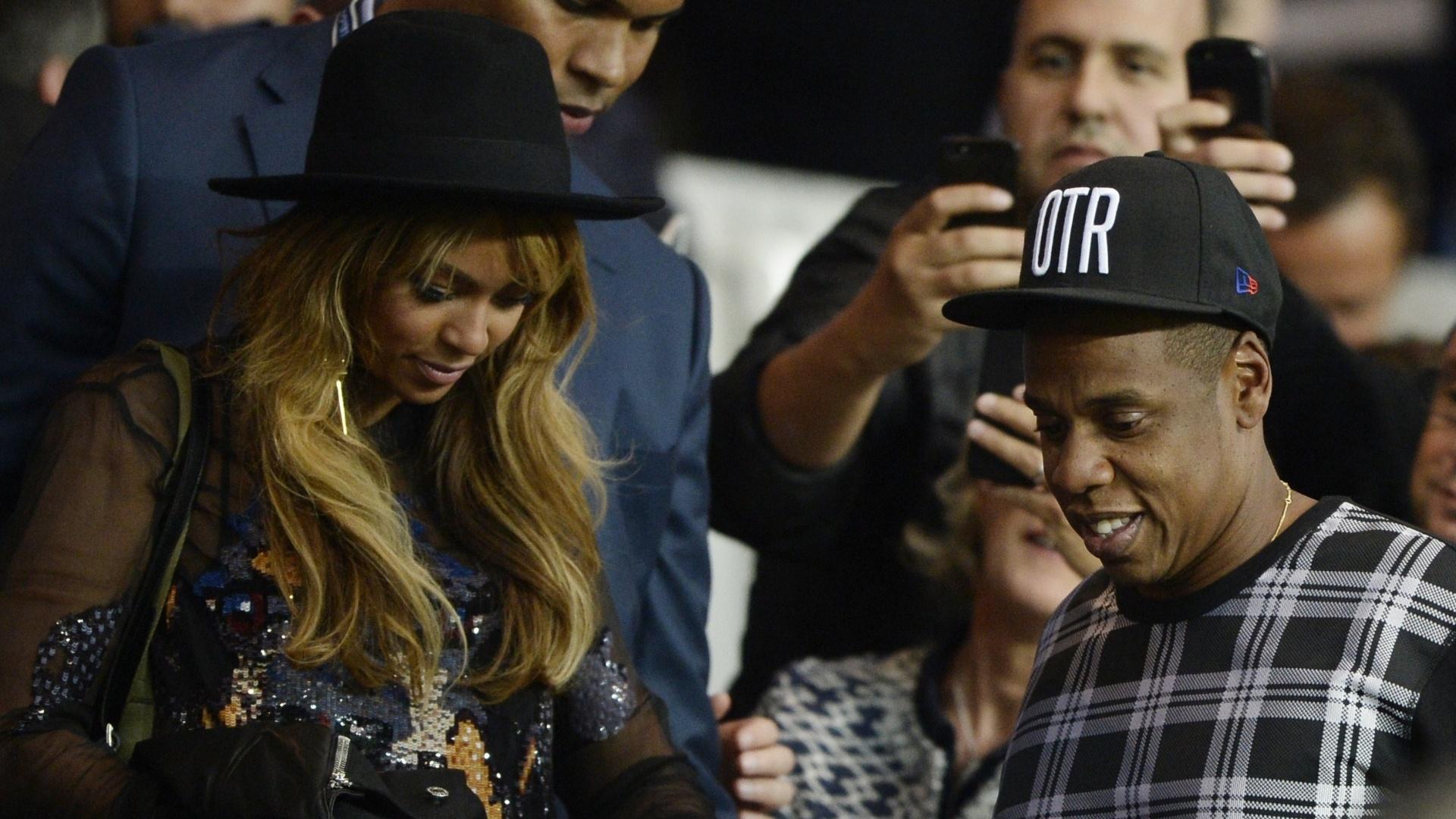 Beyoncé e Jay-Z marcaram presença em partida do PSG contra o Barcelona