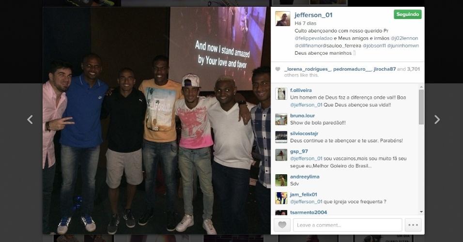 Jefferson (camisa azul) levou Jobson (loiro de camisa branca) para o culto para ajudar companheiro em nova fase no Botafogo