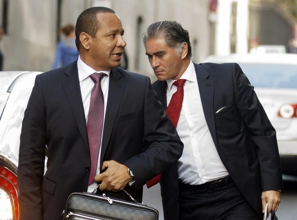 Justiça espanhola investiga valores envolvidos na negociação de Neymar para o Barcelona. Números apresentados pelo Barça não batem com os valores do Santos