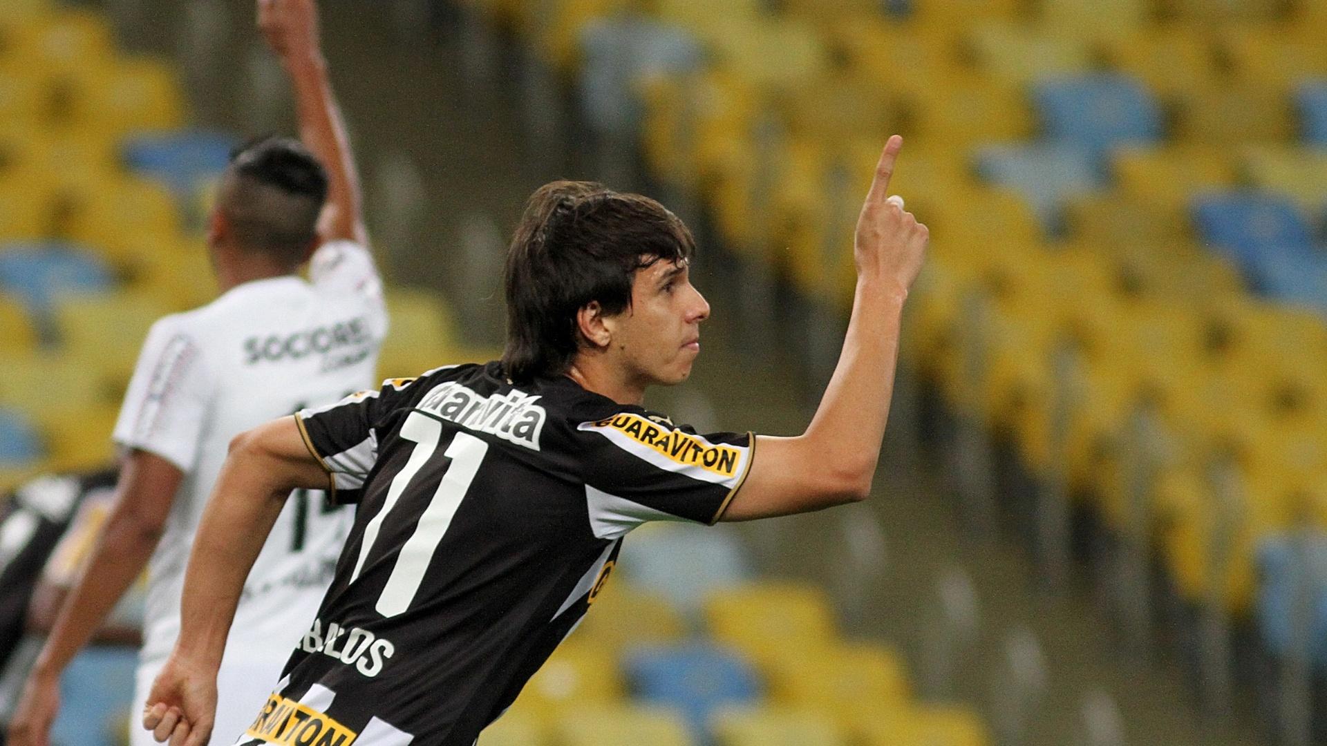 Zeballos celebra o segundo gol do Botafogo contra o Santos