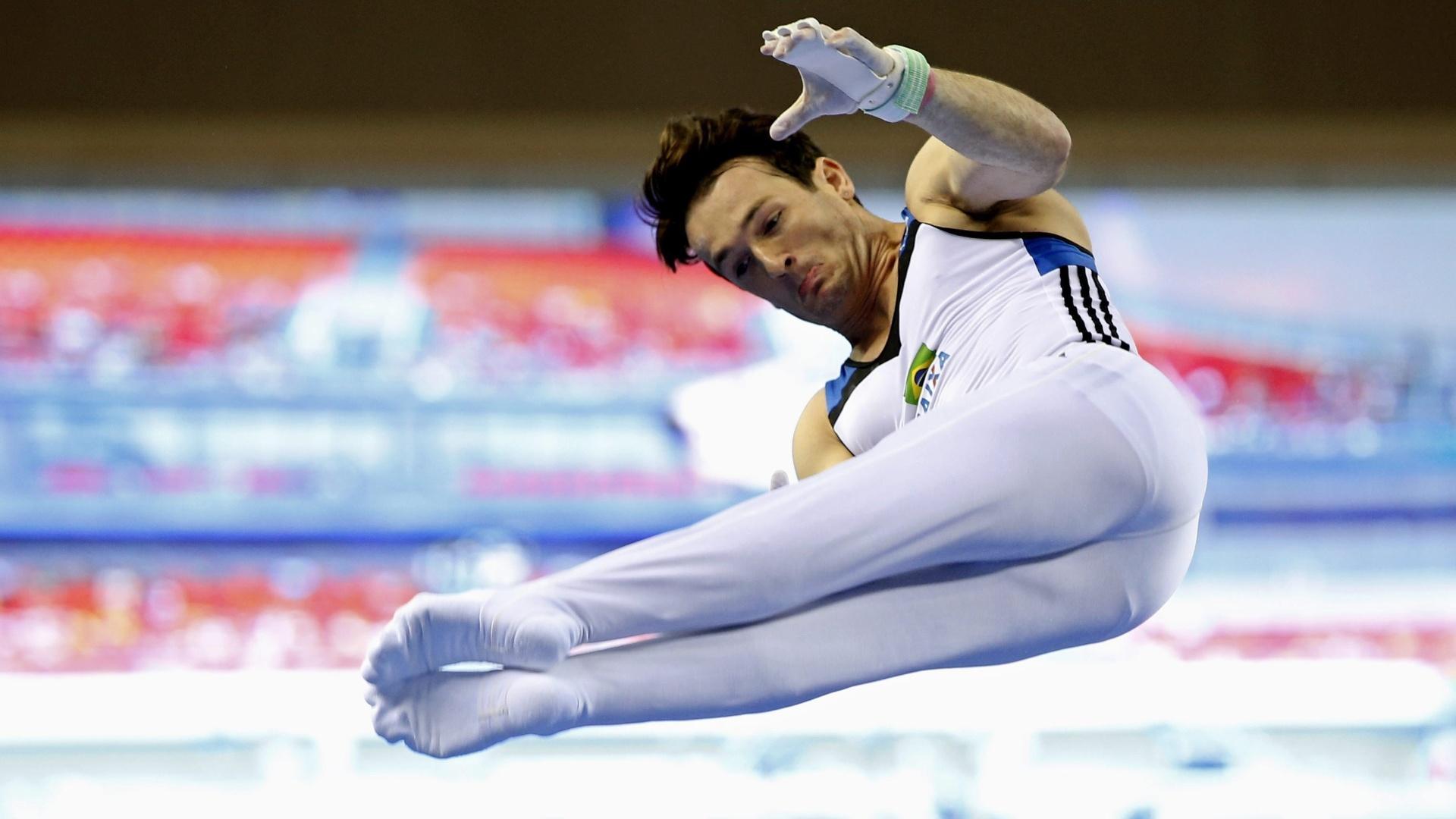 03. out. 2014 - Diego Hypolito faz apresentação na barra fixa no Mundial de Ginástica Artística, na China