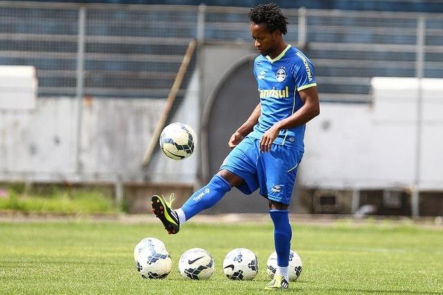 03 out 2014 - Zé Roberto participa de treinamento do Grêmio