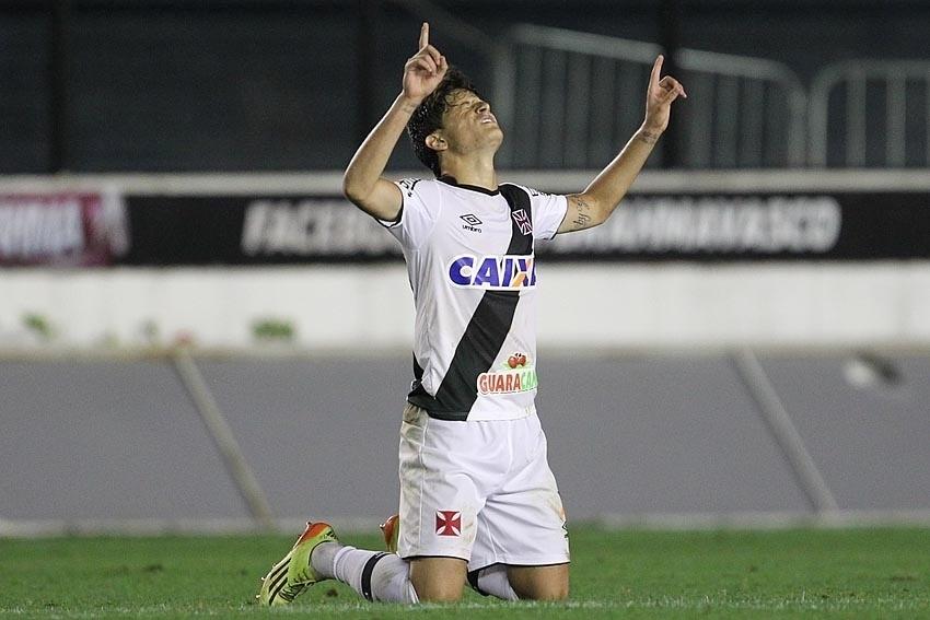 Lucas Crispim marcou o primeiro gol do Vasco contra o Bragantino e iniciou a reação