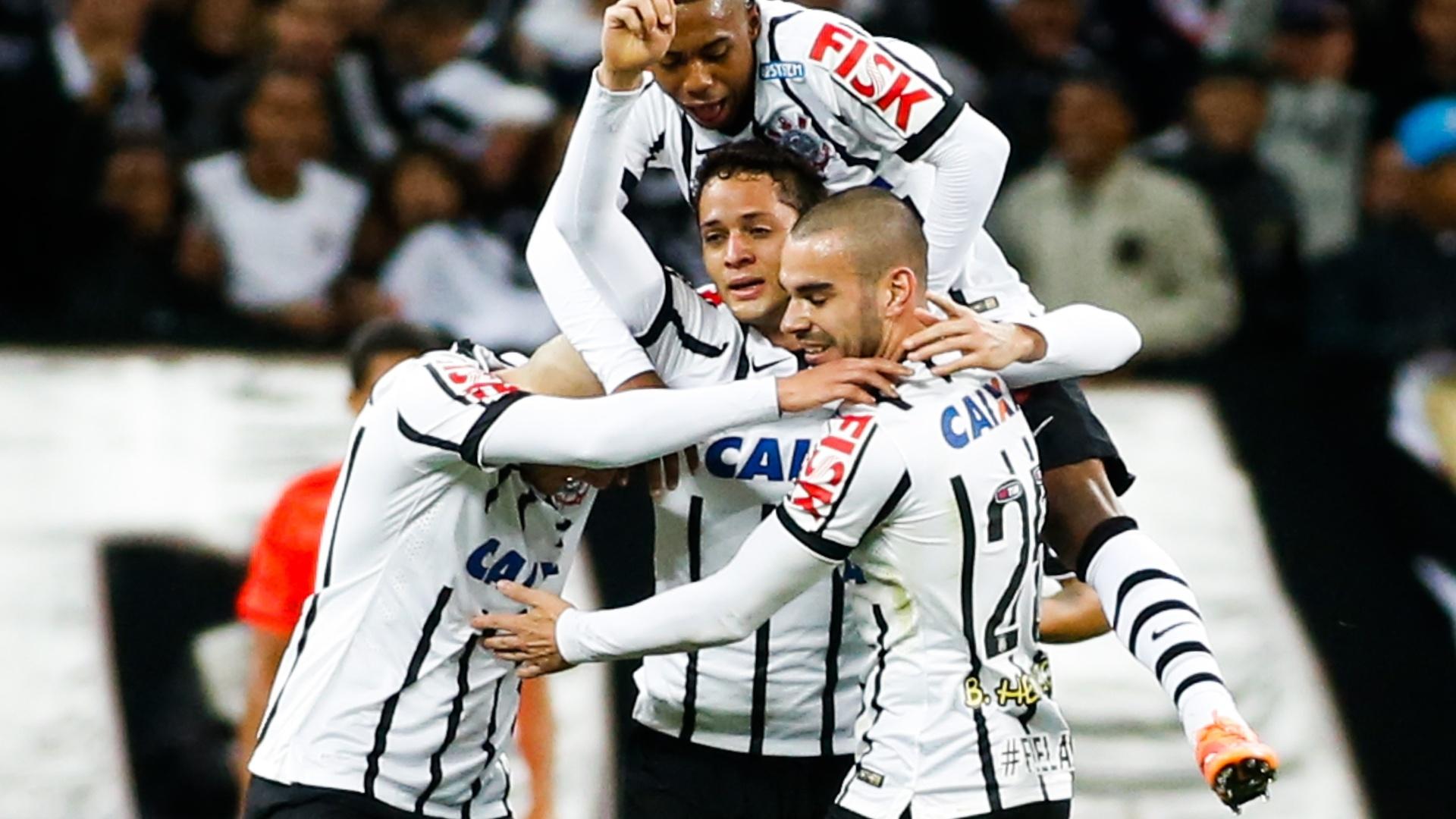 Anderson Martins fez gol de cabeça após cobrança de escanteio de Renato Augusto