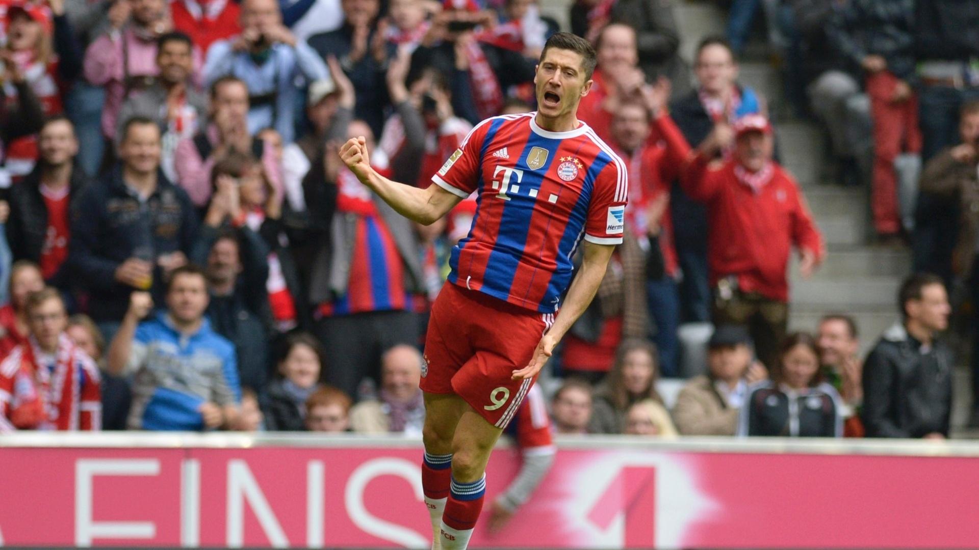 Lewandowski comemora seu 1º gol na vitória do Bayren de Munique por 4 a 0 sobre o Hannover