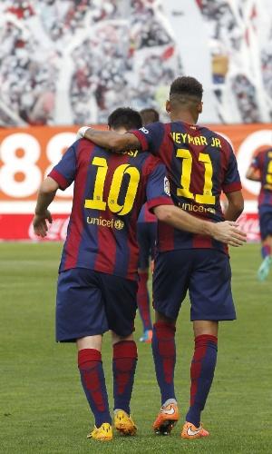 Neymar e Messi celebram um dos gols do Barça na vitória sobre o Rayo