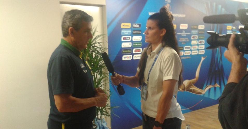 06. out. 2014 - Técnico José Roberto Guimarães fala com a imprensa