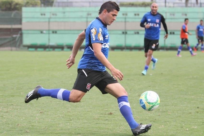 Diego Renan, lateral do Vasco, em treino no CFZ