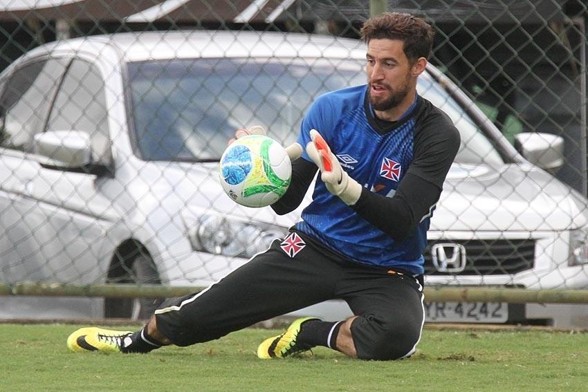 Martin Silva, goleiro do Vasco, em treino no CFZ