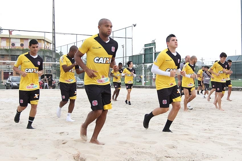 Anderson Salles (centro) é o único que ainda não entrou em campo pelo Vasco em 2014