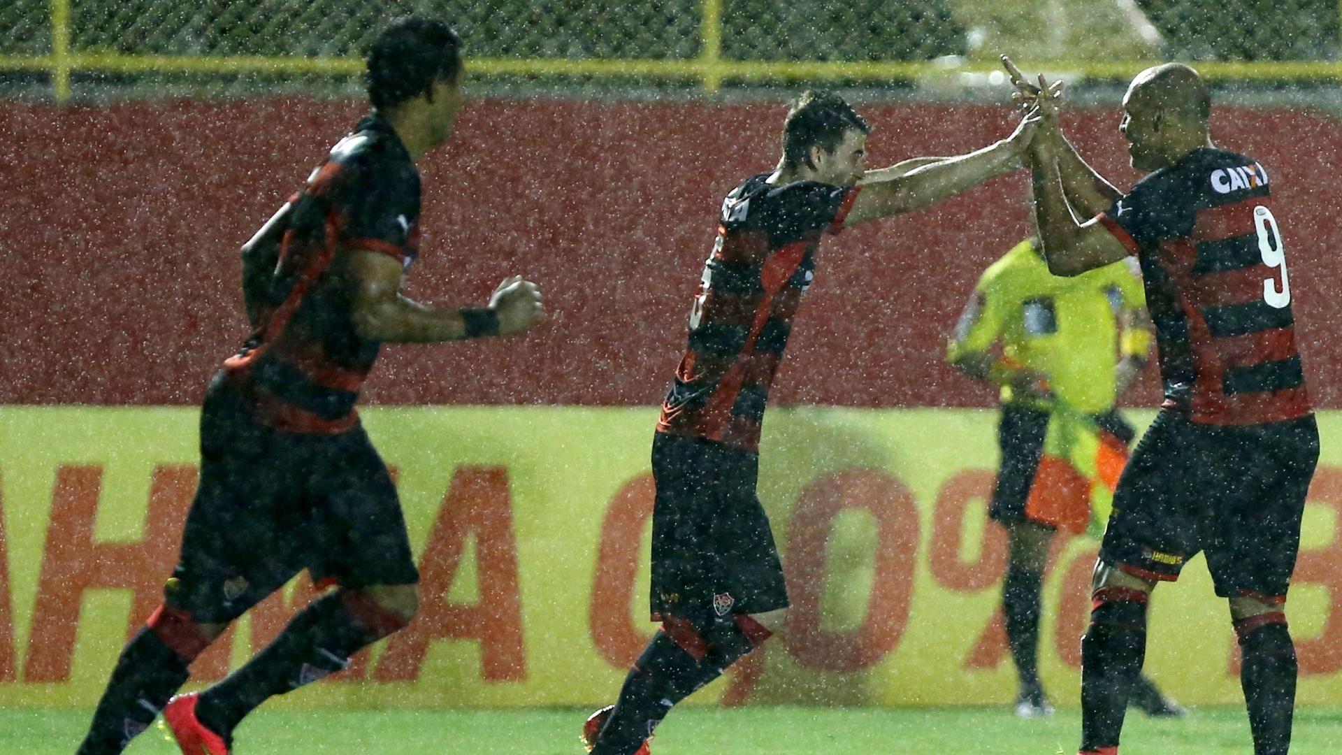 Edno marcou dois gols para o Vitória, em jogo do Campeonato Brasileiro