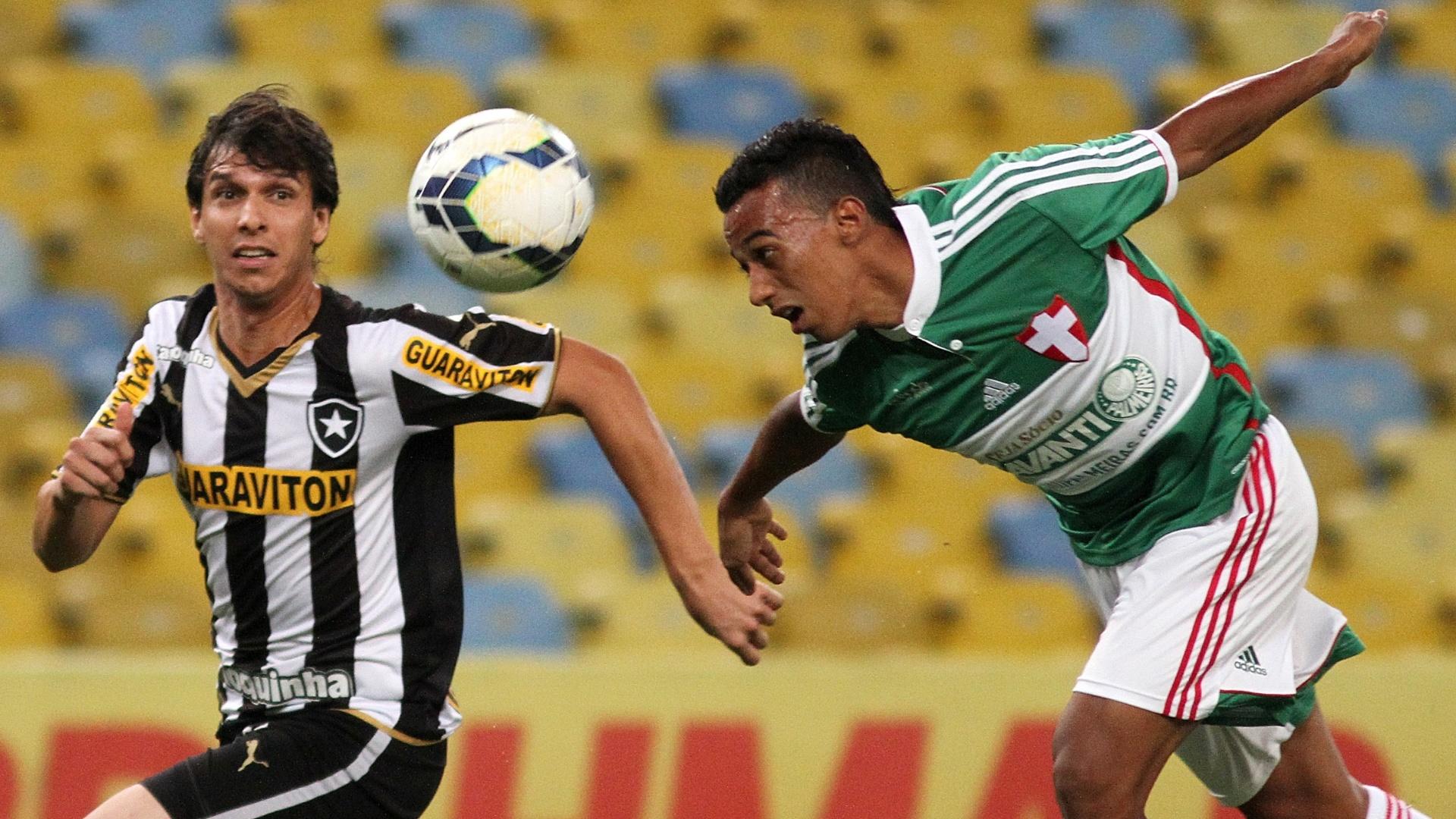 Juninho, do Palmeiras, ganha disputa de cabeça contra Zeballos