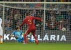 Casillas falha e Espanha perde da Eslováquia nas Eliminatórias da Euro (Foto: AFP PHOTO / JOE KLAMAR)