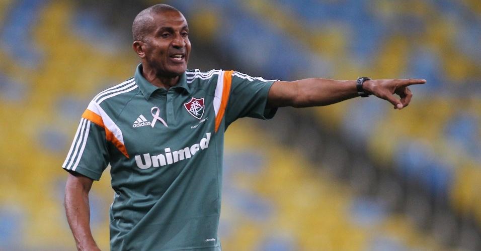 Cristovão Bórges orienta Fluminense em confronto com o Atlético-MG