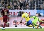 Goleiro trapalhão da Copa pega pênalti e Rússia empata com Suécia sem Ibra (Foto: AFP PHOTO / JONATHAN NACKSTRAND)