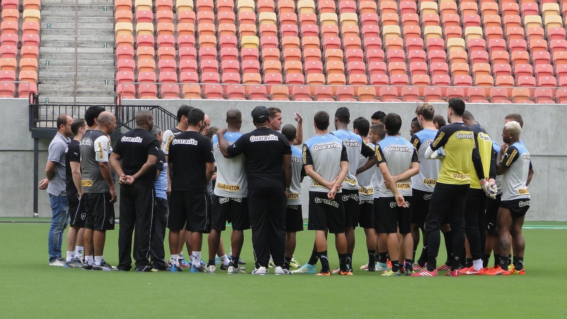 Botafogo realiza treinamento na Arena Pantanal, em Manaus, onde enfrentará o Corinthians