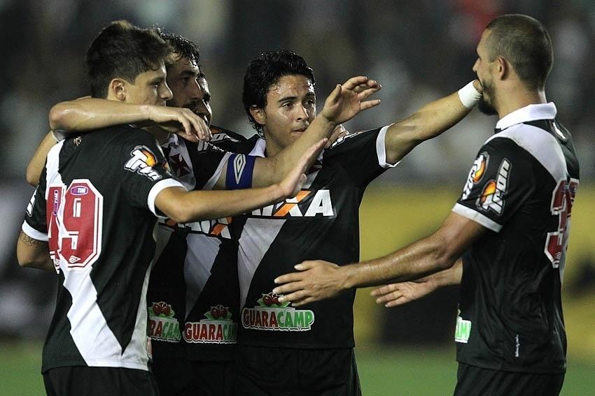 Jogadores do Vasco comemoram gols sobre o Boa Esporte