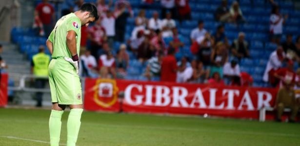 Jordan Perez, goleiro de Gibraltar, recebeu a piedade da torcida irlandesa em Dublin
