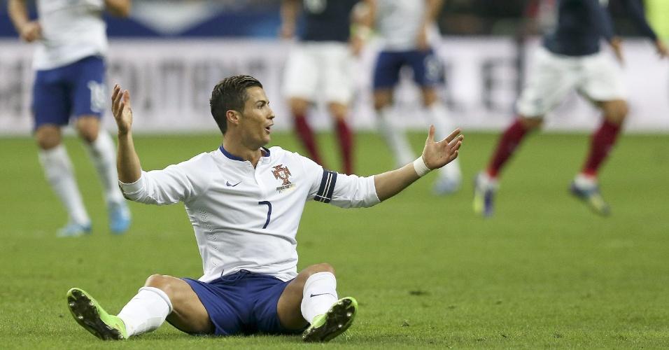Cristiano Ronaldo, atacante de Portugal, reclama durante o amistoso contra a França, realizado em Paris