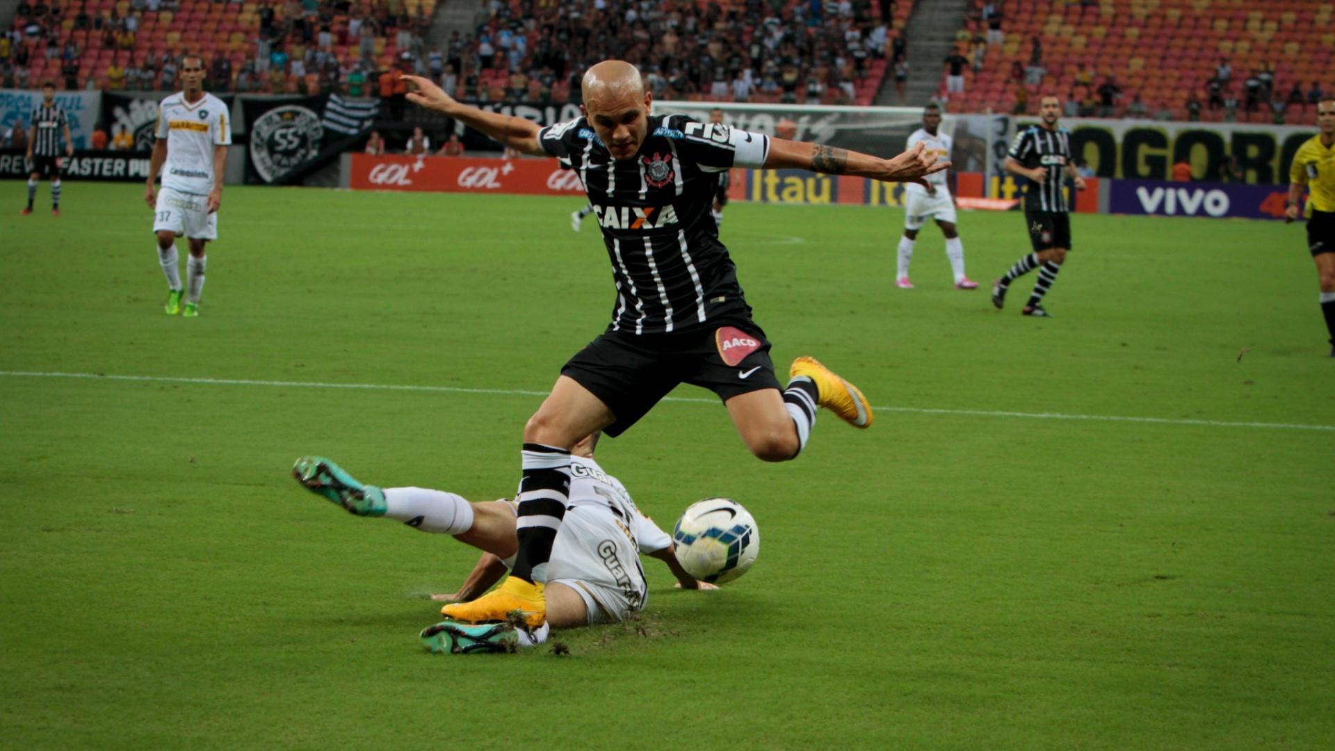 Fábio Santos fez o pênalti polêmico que causou derrota do Corinthians para o Botafogo