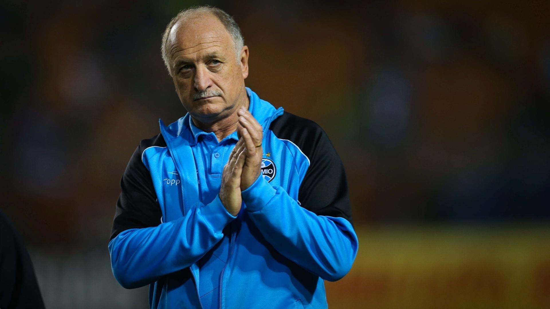 Felipão aplaude durante partida do Grêmio contra o Palmeiras
