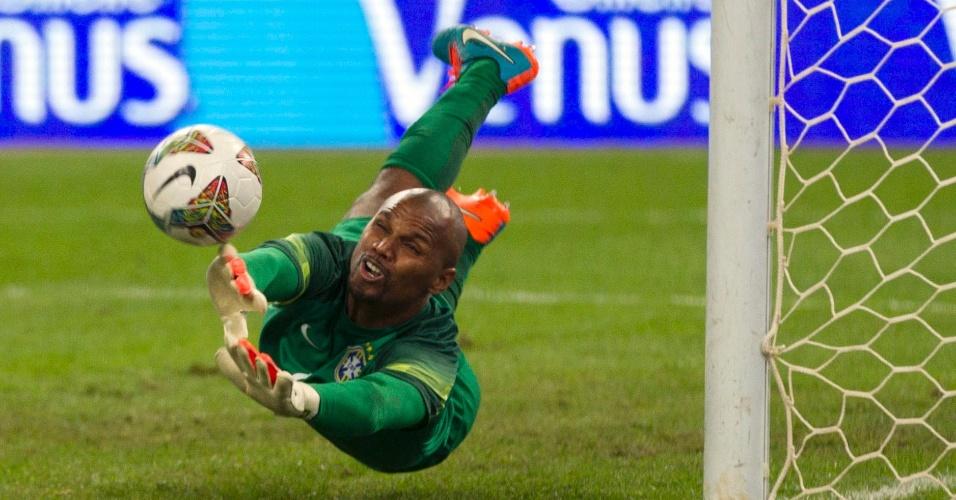 Jefferson se estica e defende a cobrança de pênalti de Messi no amistoso entre Brasil e Argentina, disputado na China