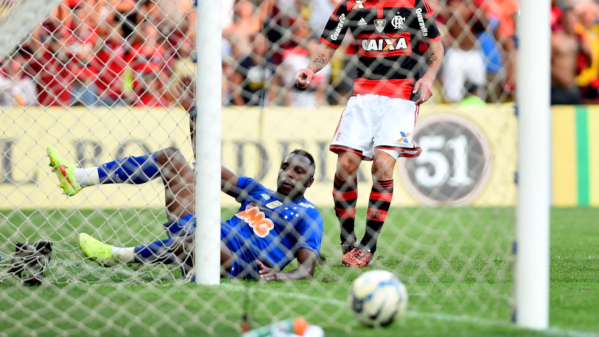 Canteros aproveita falha de Manoel para fazer segundo gol do Flamengo