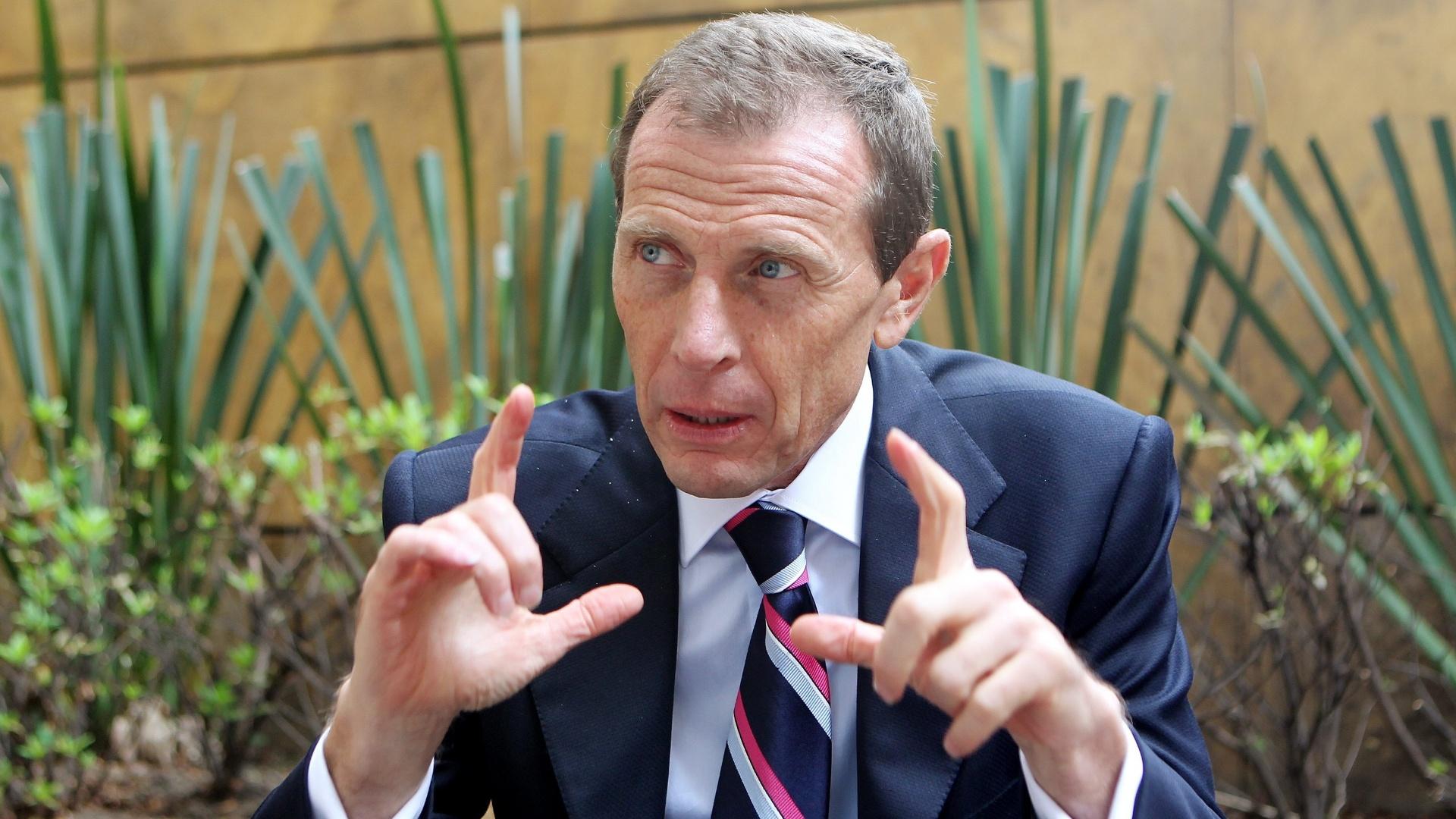 Emilio Butragueño, ex-jogador e hoje dirigente do Real Madrid, concede entrevista na Colômbia