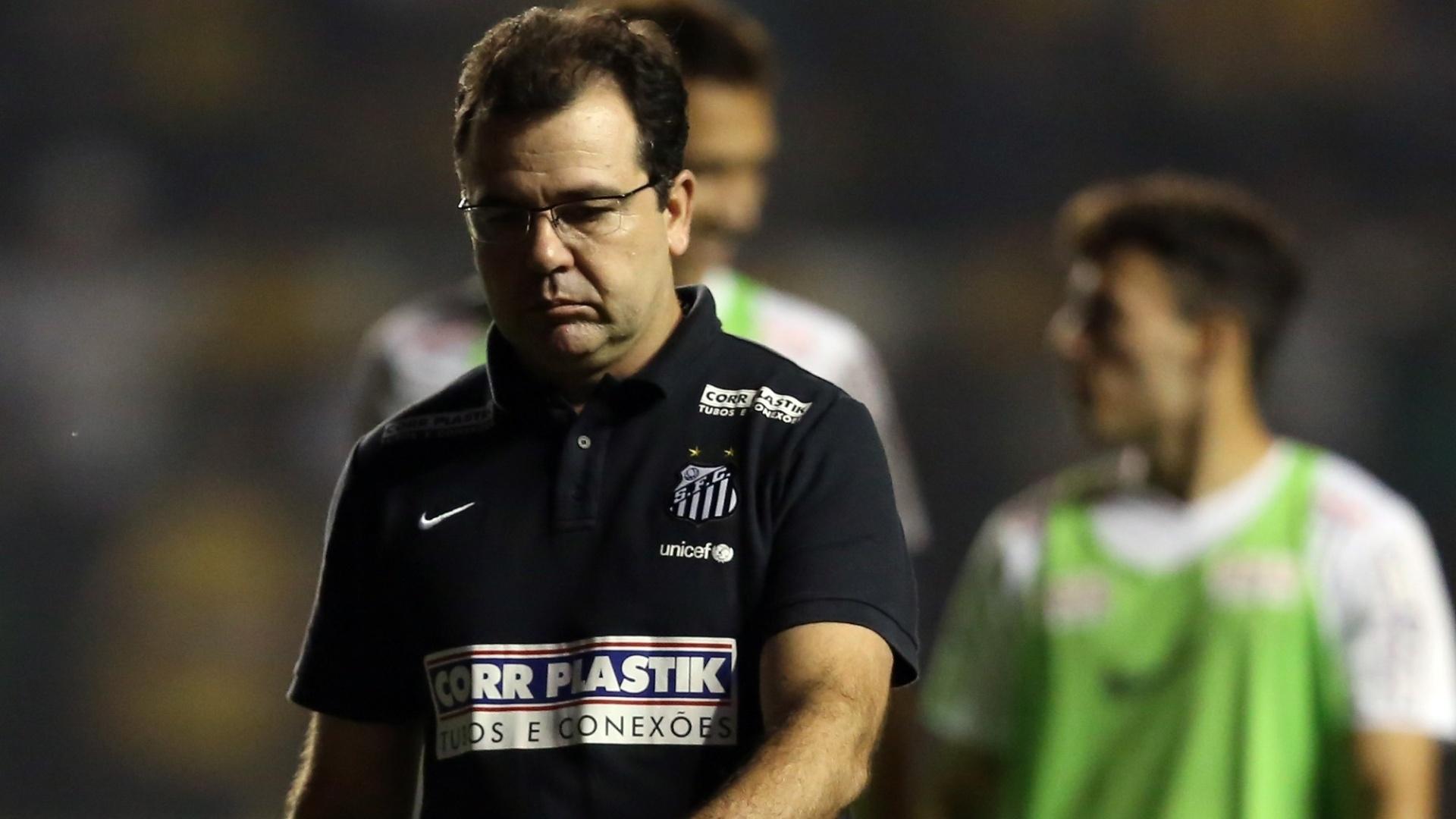 Enderson Moreira mostra insatisfação com atuação do Santos em Criciúma