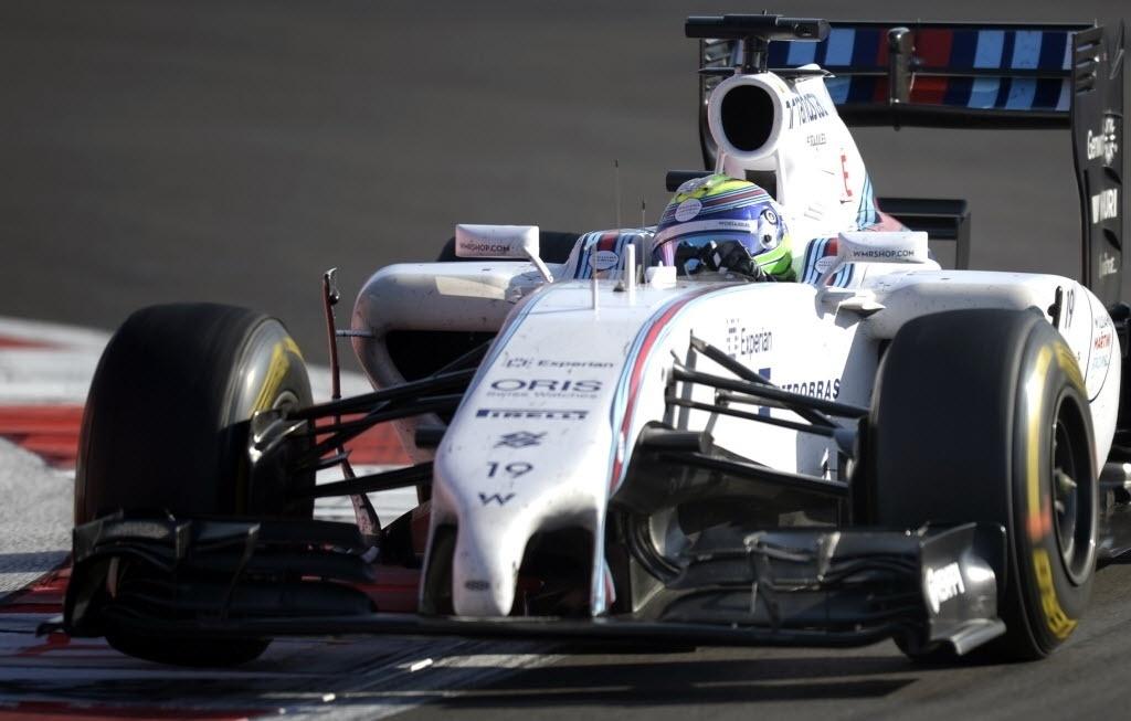 Felipe Massa foi aos boxes logo na segunda volta como estratégia de resistência. Ele largou em 18º e terminou em 11º