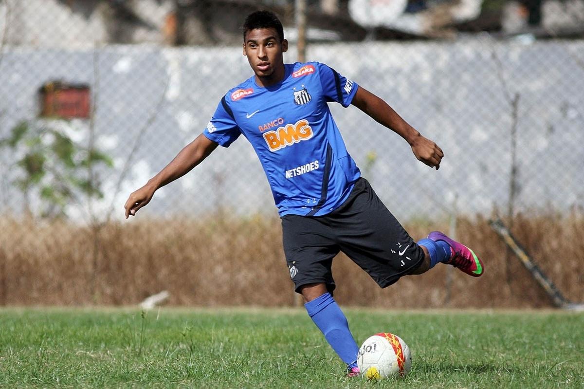 Joshua Seixas Arantes do Nascimento é filho de Pelé e joga na base do Santos