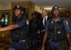 Em bar da família de Reeva, prisão de Oscar Pistorius divide sentimentos