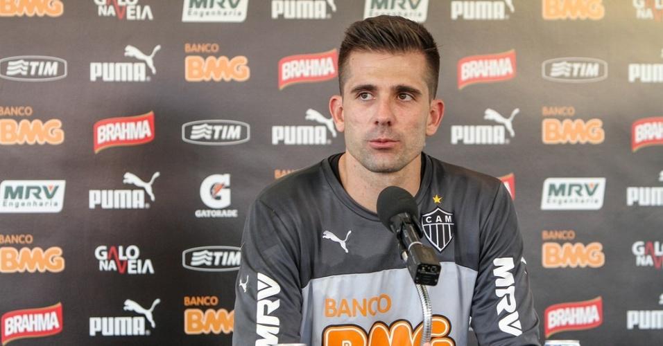14 out 2014 - Goleiro Victor é esperança do torcedor atleticano caso a decisão da vaga com Corinthians seja nos pênaltis