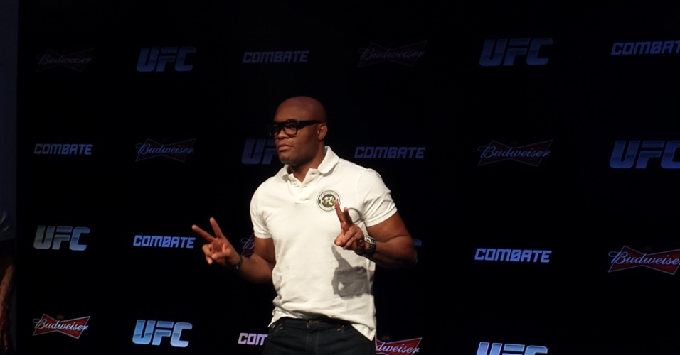 14.out.2014 - Anderson Silva concede entrevista no Rio de Janeiro para falar de seu retorno ao UFC