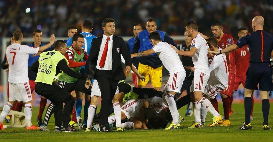 Albânia x Sérvia pelas Eliminatórias da Euro terminou em confusão após a invasão de um drone