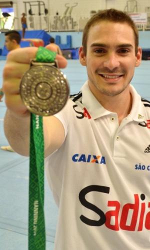 Arthur Zanetti, com sua medalha de prata do Mundial de Nanning, na China