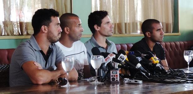 Jogadores disseram que ainda não sabem motivos pela saída do clube