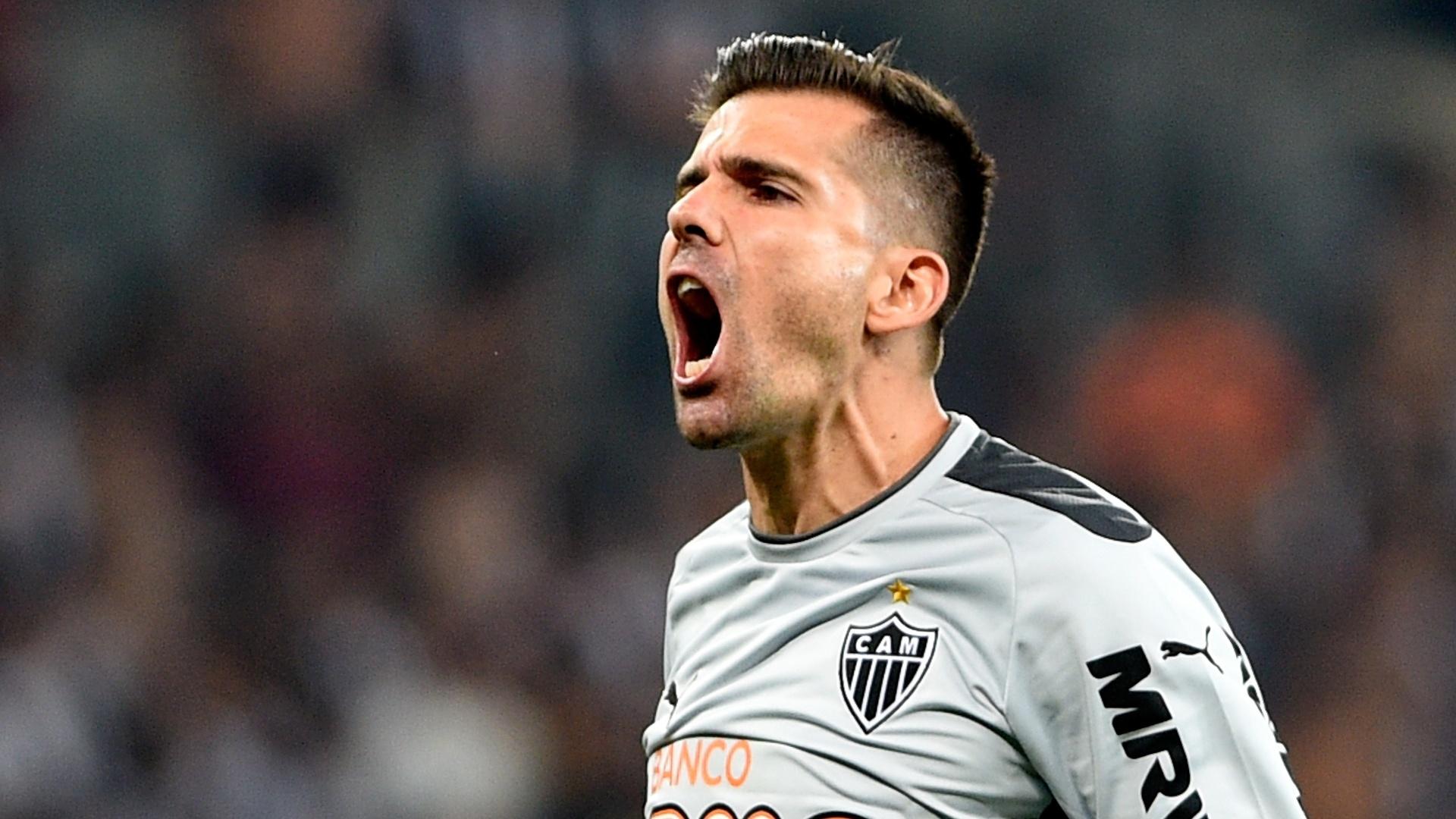 Victor comemora gol do Atlético-MG contra o Corinthians
