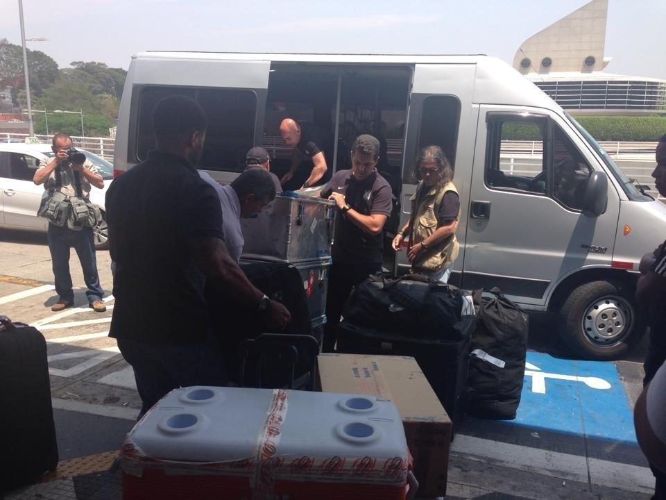 Elenco do Corinthians saiu pelos fundos do aeroporto de Congonhas. Apenas funcionários do clube desembarcaram pelo saguão