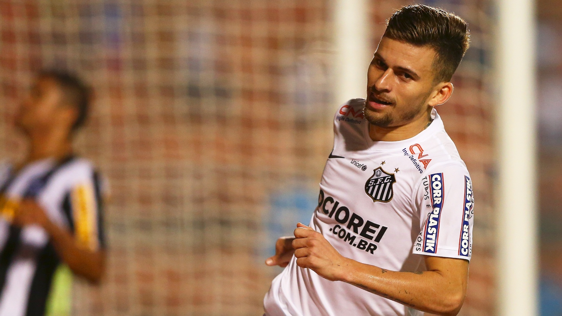 Lucas Lima faz o terceiro gol do Santos contra o Botafogo, pela Copa do Brasil