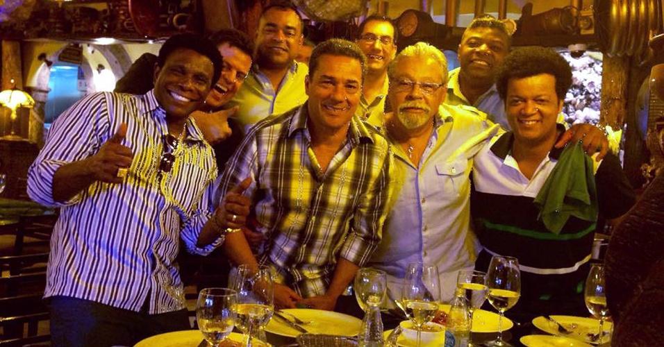 Luxemburgo comemora vitória do Flamengo com Neguinho da Beija-Flor e empresários