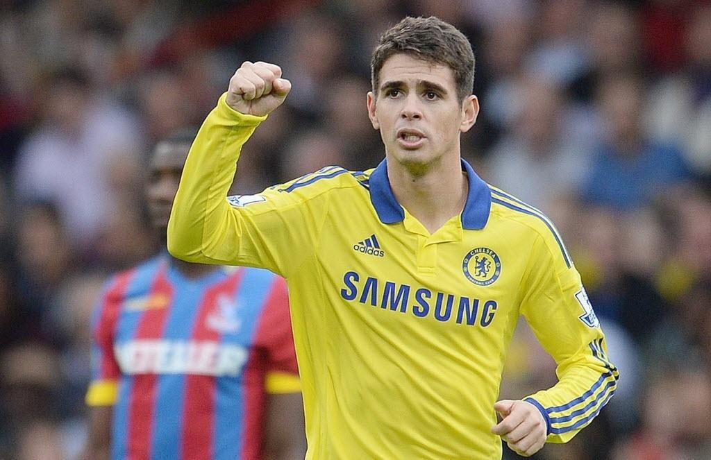 18.out.2014 - Oscar comemora após marcar golaço para o Chelsea contra o Crystal Palace