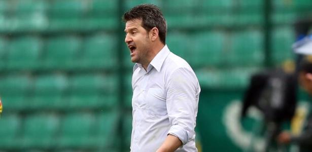 Treinador foi demitido do Inter no domingo; na segunda, fechou com o Figueirense