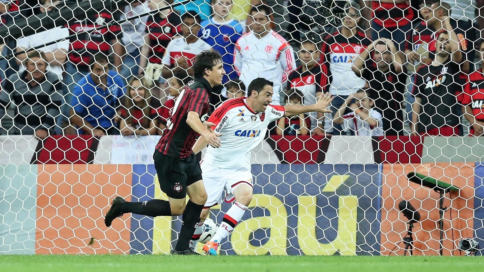 Cléo comemora gol para o Atlético-PR diante do Flamengo